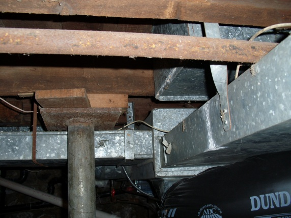 bad  sagging floor-pics-my-basement-006.jpg