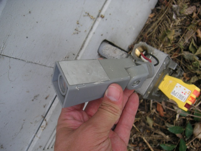 WHAT IS IT??? Outdoor sensor switch attached to junction box?-pict0054.jpg