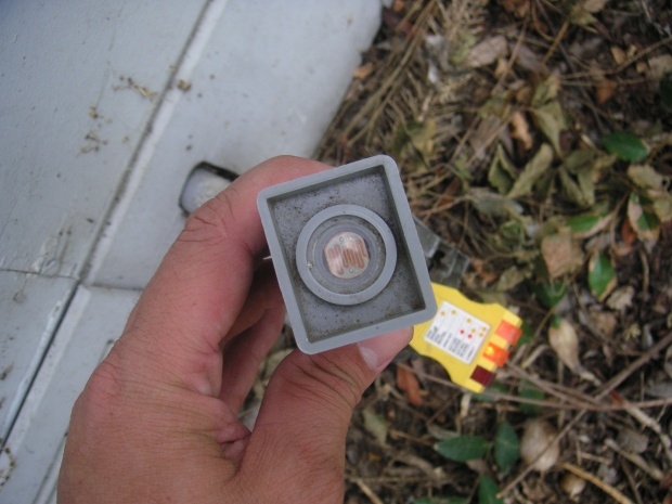 WHAT IS IT??? Outdoor sensor switch attached to junction box?-pict0055.jpg