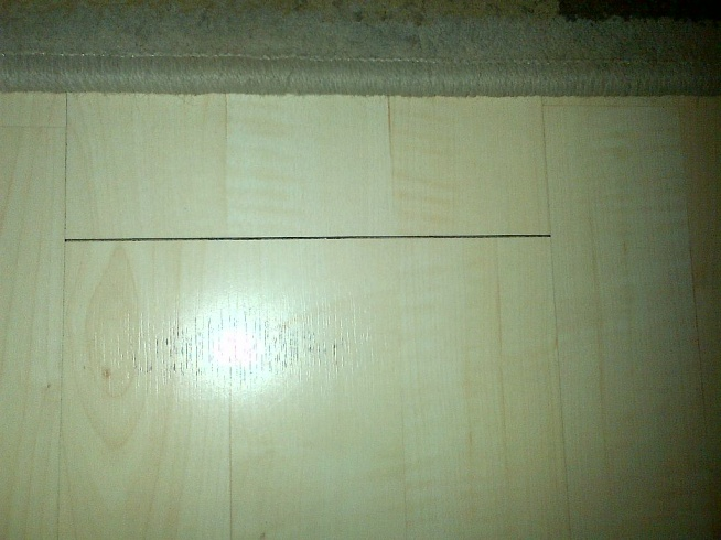 Another case of shaky floor-picture-1-laminate-gap.jpg