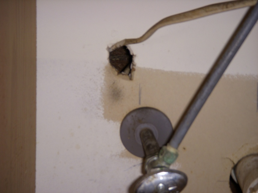 Renter seeking advice for sealing around pipes-picture-video-094.jpg