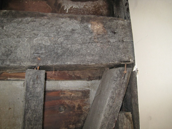 posts pulling away from main exterior roof beam-posts-separating-beam.jpg