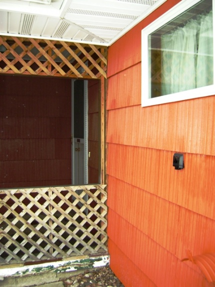 lean-to against shingled wall-pt-shingles-boards-001.jpg