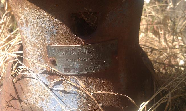What is this old pump looking device?-pump.jpg
