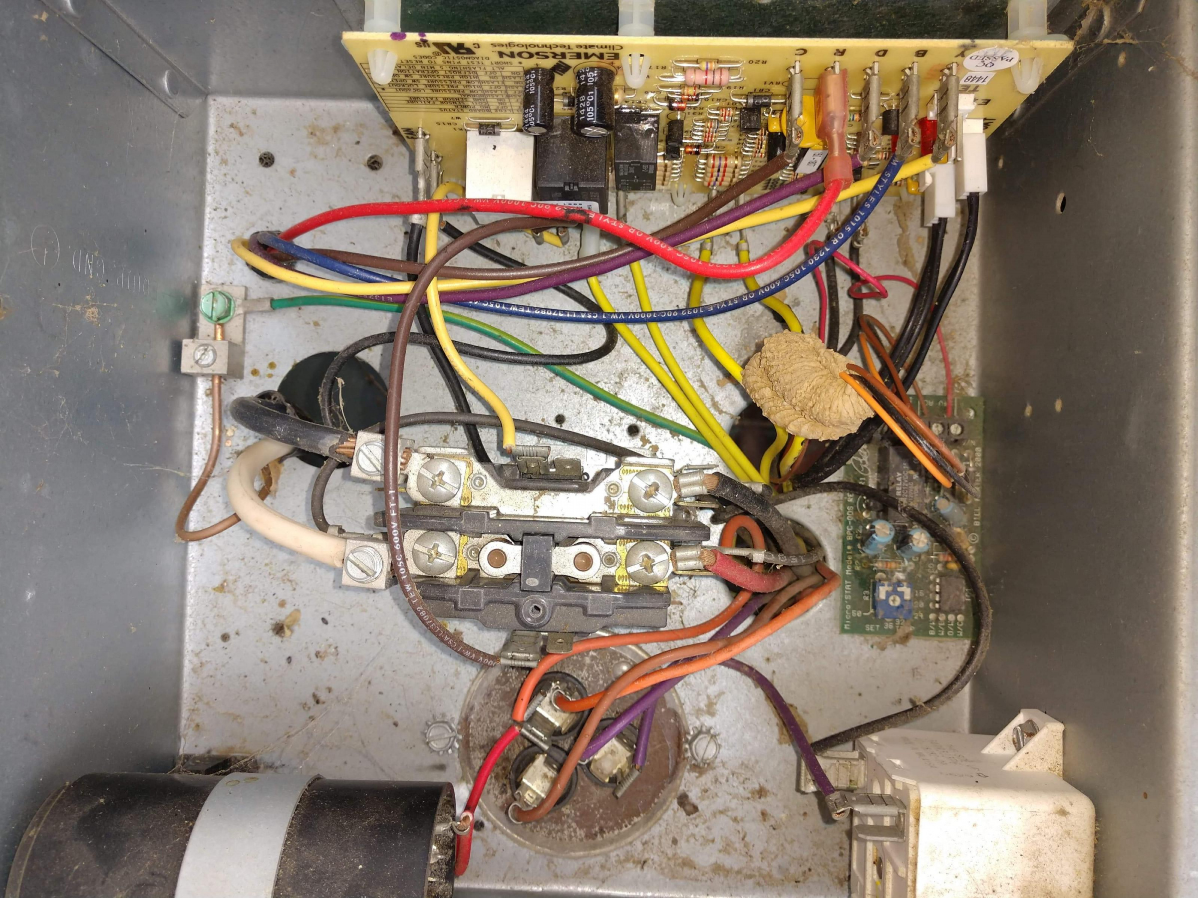 My thermostat with separate O and B terminals-received_3001321816577635_1584299512276.jpg