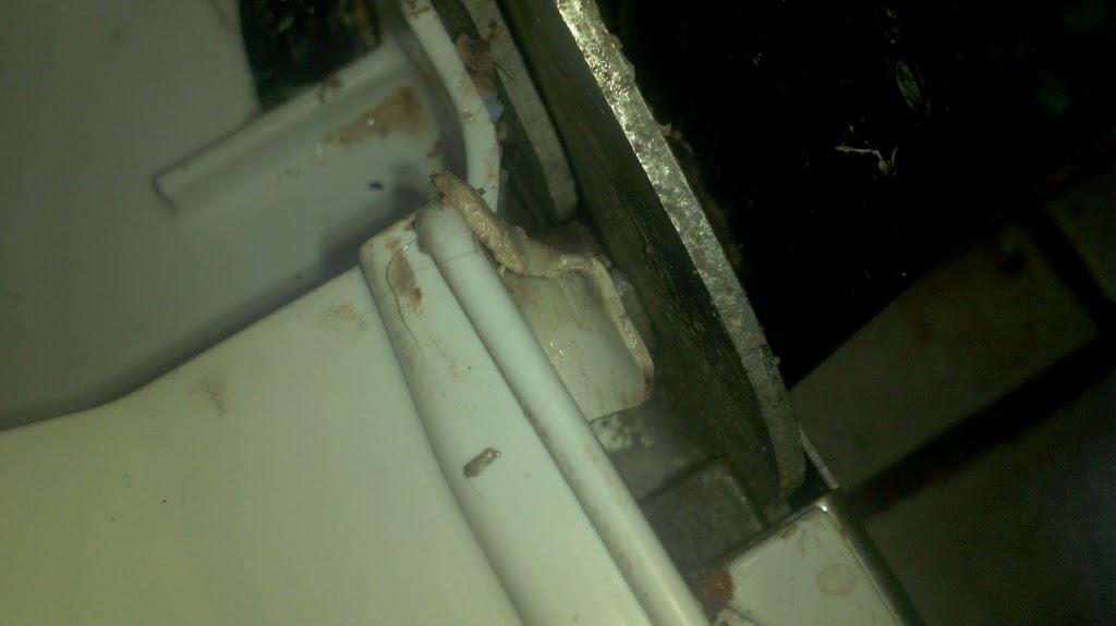 Bosch Dishwasher leaking along bottom seal of door-righttabseal.jpg