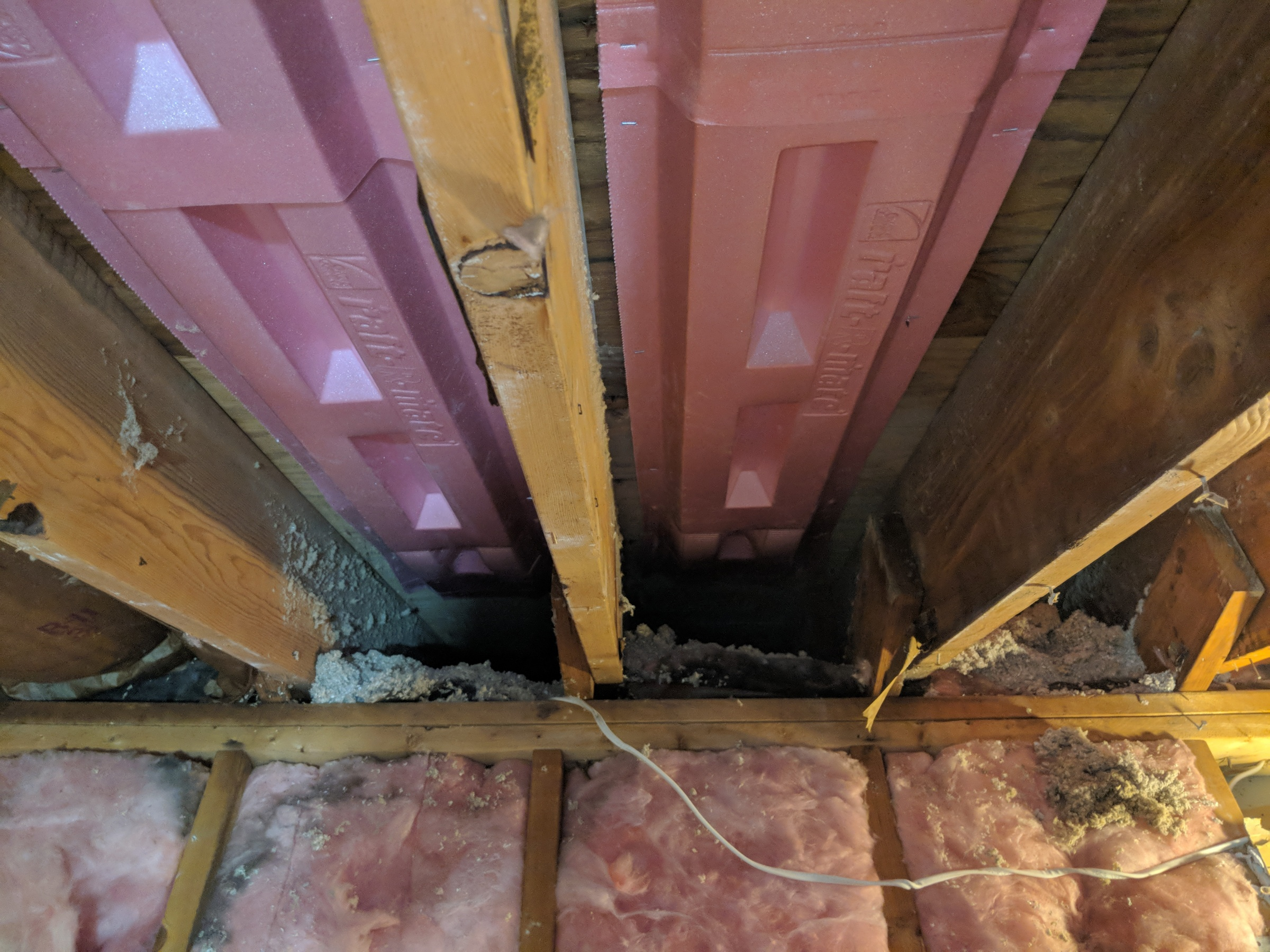 Closet over garage insulation and air flow problem?-roof-joist-baffle.jpg