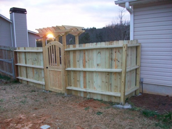 Backyard Fence (Part 1)-rsz_picture_005.jpg