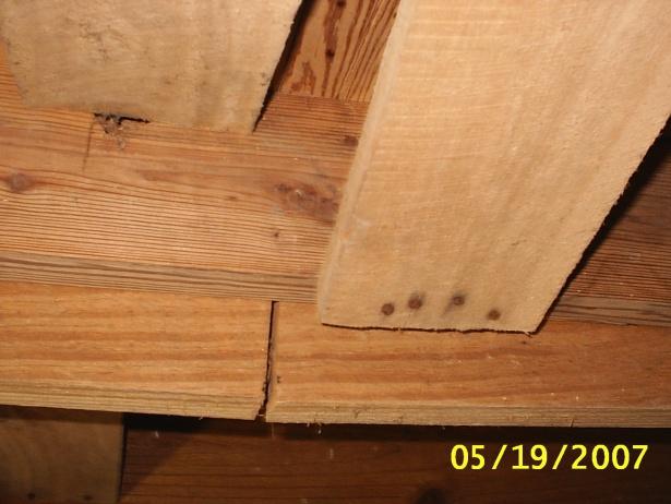 Cracked Split Woodjoist-s2010032.jpg