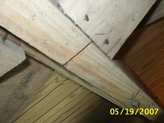 Cracked Split Woodjoist-s2010033.jpg