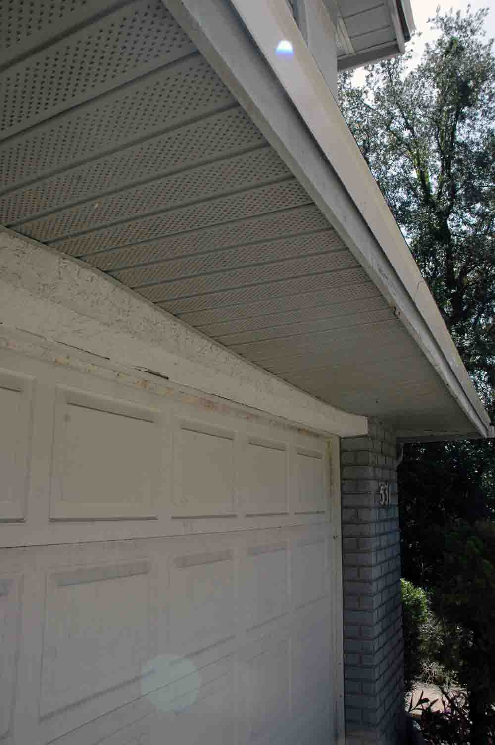 how to repair sagging/loose soffits?-sagging-soffit-1.jpg