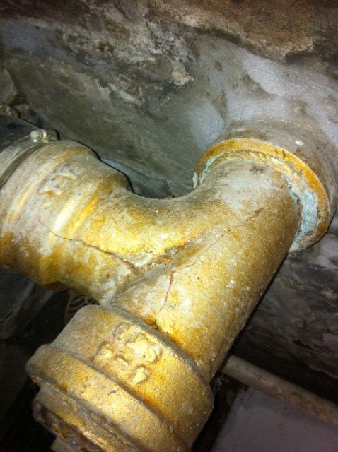 Septic cracking-septic-pipe-1.jpg