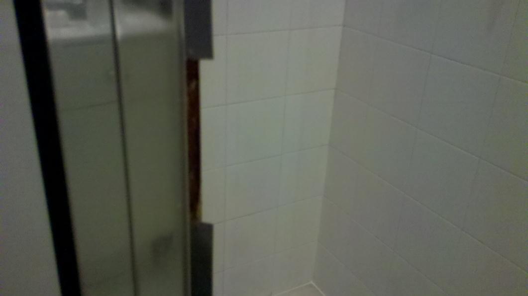 how to remove 3 inch shower magnet from metal door