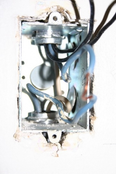 Single Gang Double-switch to Double Gang w/ Two Single Switches-single-gang-double-switch-wiring-2.jpg