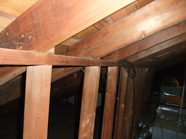 Rafters poorly attached to ridge beam building for Knee wall support