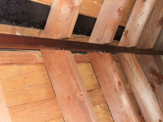 rafters poorly attached to ridge beam-south-attic-roof-beam-002-sm.jpg
