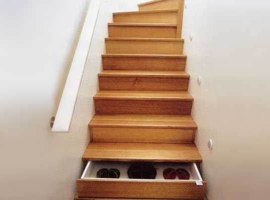 Why would someone do this?-staircase_drawers.jpg