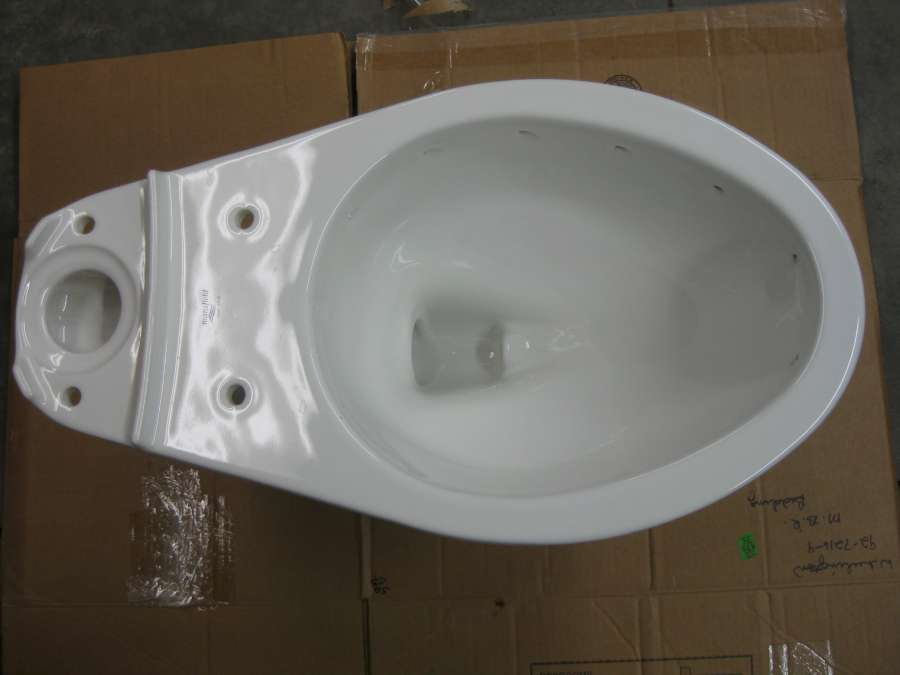 A close-up look at the Mansfield Cascade rimless toilet -PICS--t2.jpg