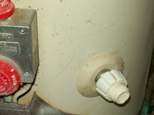 Leaking drain valve in hot water heater-test.jpg