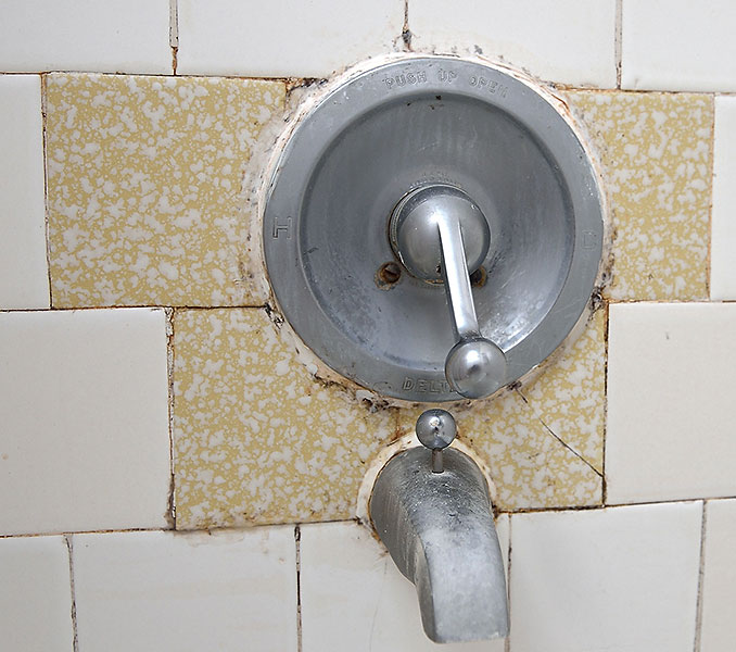 Replace this ugly tile: do-able, or too risky?-tile_fix_1.jpg
