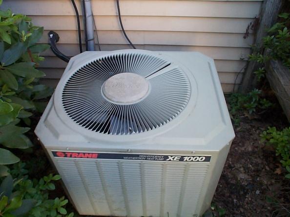 Top of Trane XE1000 Heat Pump won't come off-trane-xe1000-heat-pump.jpg