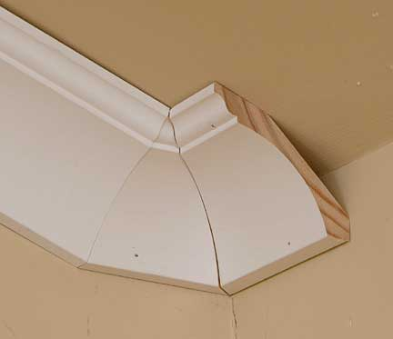 Crown Moulding With A Vaulted Ceiling Transition Jpg