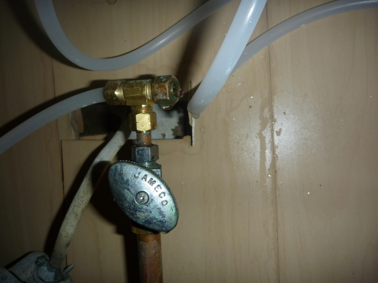 compression (?) fitting burst out of the blue-under_sink.jpg