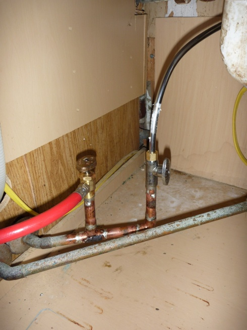 compression (?) fitting burst out of the blue-under_sink_after.jpg