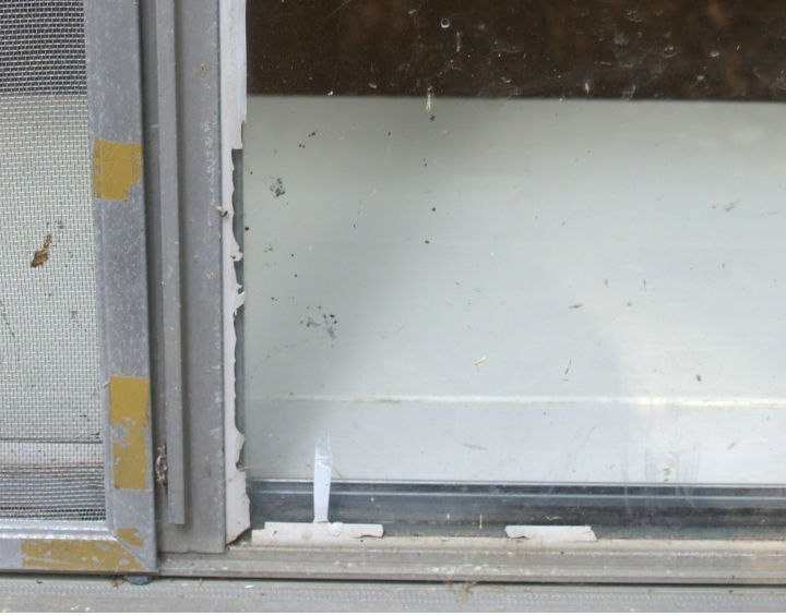 old aluminum window - replace brittle sealing gaskets-untitled.jpg
