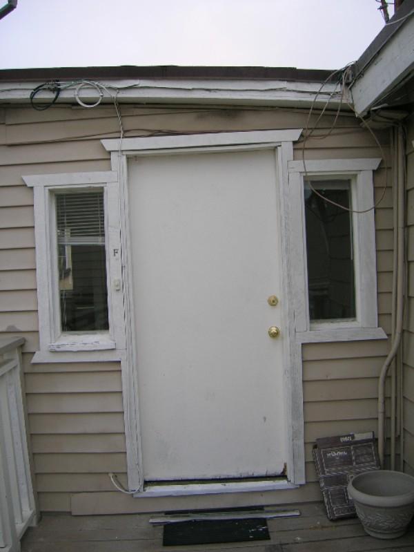 door sweep gets carpet wet?-upload_front_door.jpg