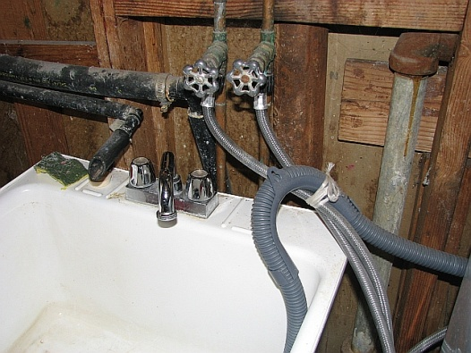 temporary set up in utility room for kitchen renovation (sink; dishwasher)-utility_sink.jpg