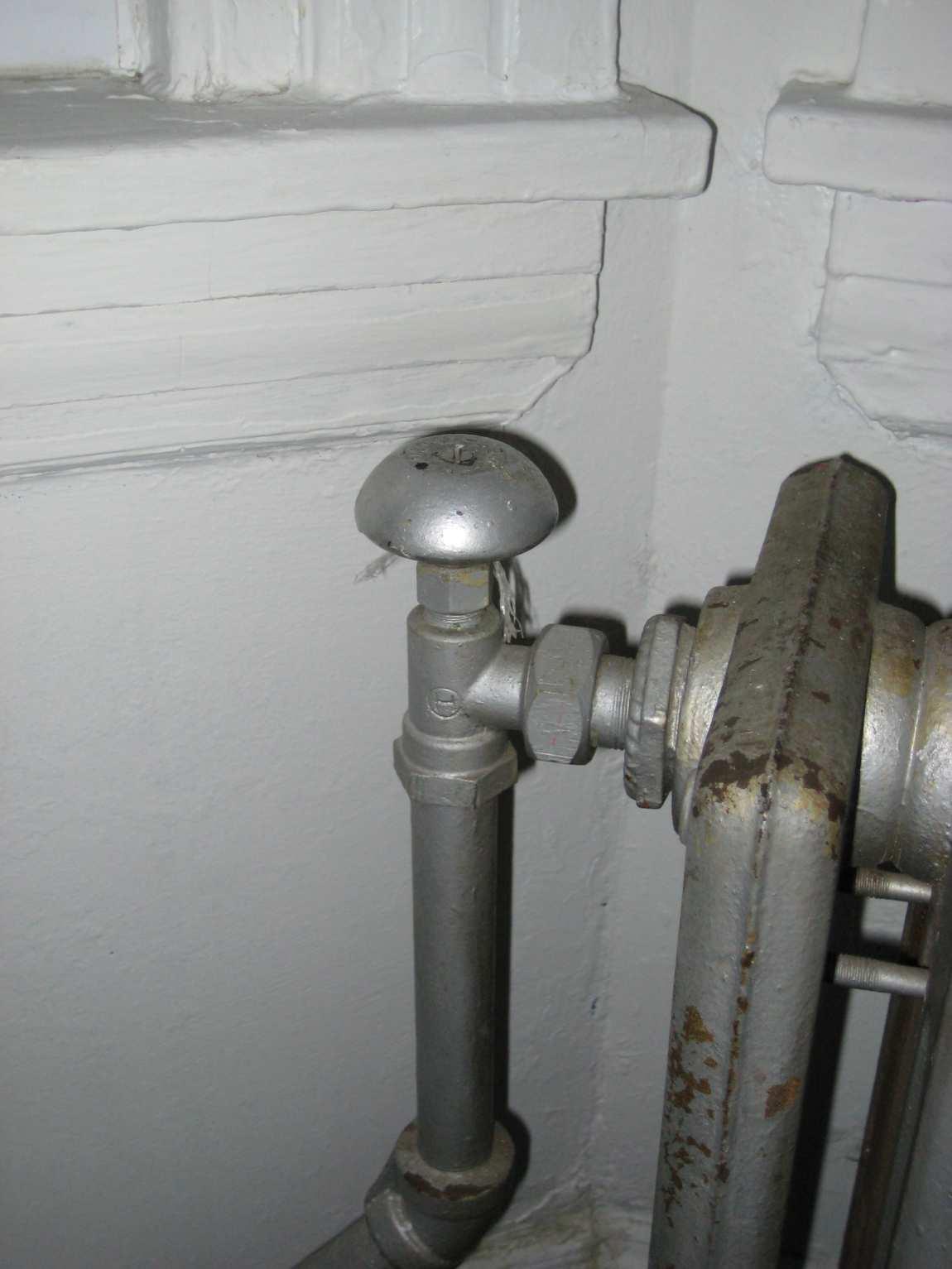 cast-iron radiators won't shut off-valve.jpg