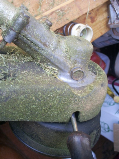 attaching circular blade to weedeater-wed-002.jpg