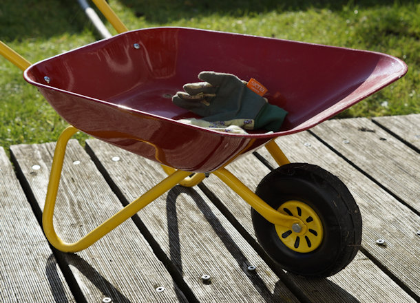 A Homeowner's Guide to Wheelbarrows and Garden Carts