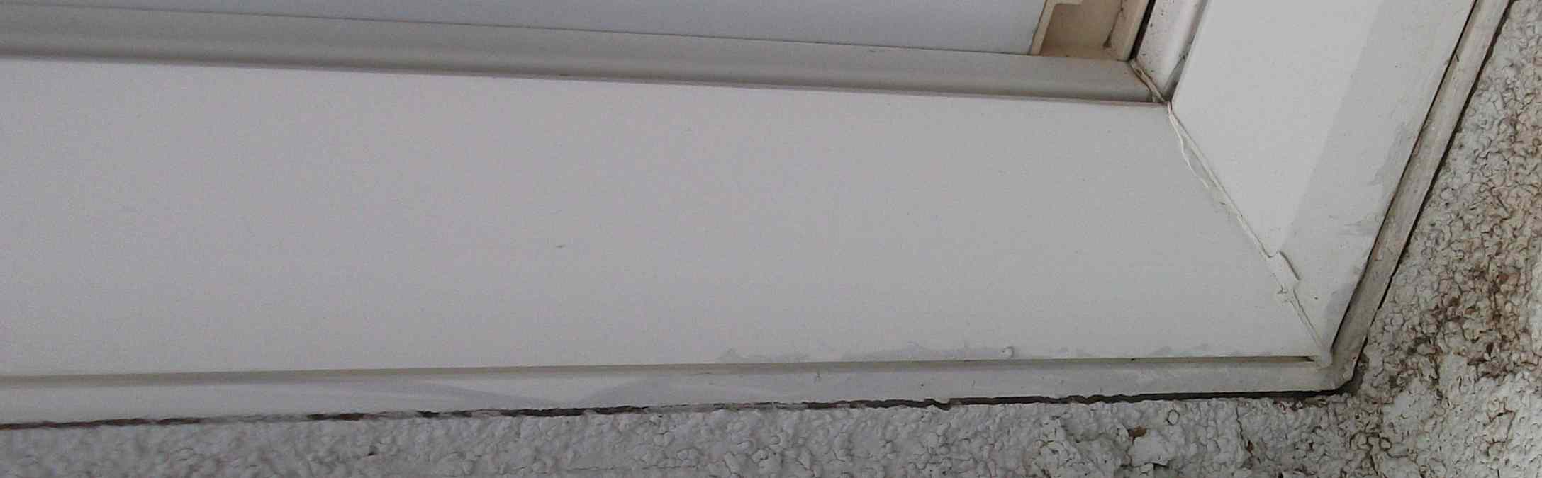 Crack between aluminum window frame and stucco?-windowcrack_sm3.jpg