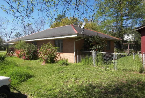 '59ish Brick Ranch: Updating... everything...-yard-before.jpg