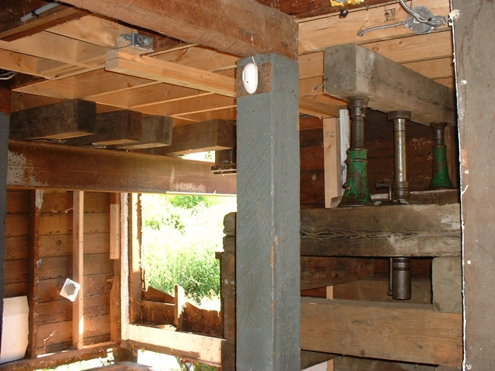 Just after the initial lift - the house is now about 6 inches off the ground. The supporting posts and basement walls are now hanging from the house. Hydraulic jacks are amazing things. Apparently, the house weighed 56,000 lbs.