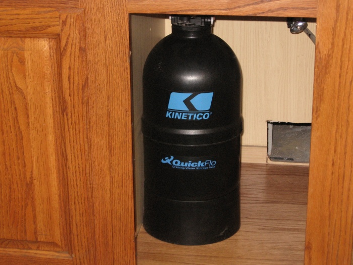 Kinetic QuickFlo tank Uses WOW technology. Water on water or hydraulically operated. No air bladder.