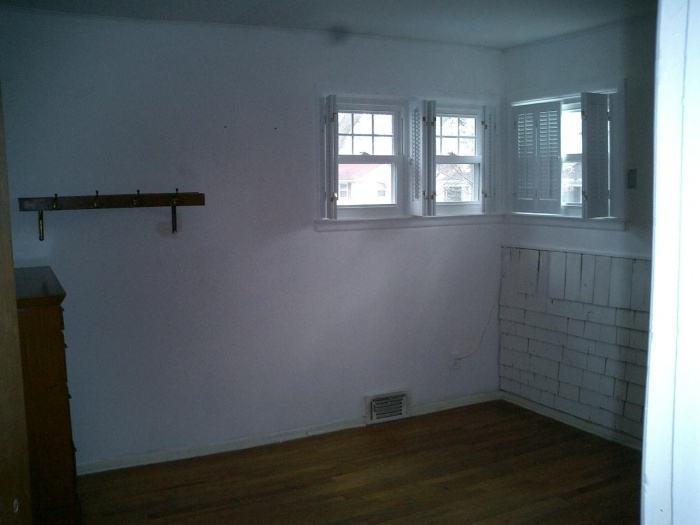 Move-In Day  Bad windows -- worse BR -- it would be much better as a DR...