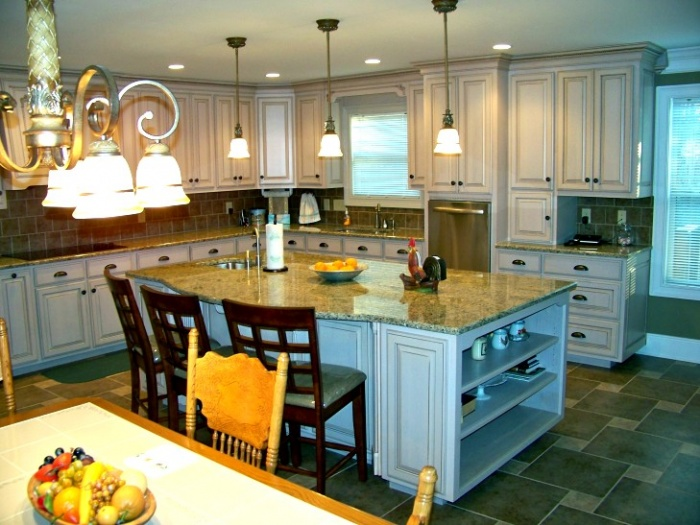Traditional style stained Maple Kitchen.